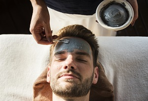 Quarter of males want to try facials – do you? Our recommended Facial Treatments for men inside